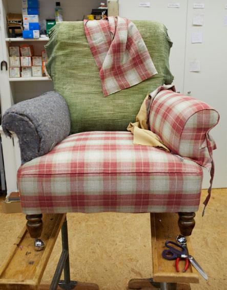 Aufarbeitung alter Möbel im traditionellen Handwerksbetrieb DANIEL STEEN